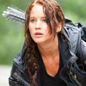"""Jennifer Lawrence az""""Az éhezők viadala"""" c. filmben Katnisst alakította, aki 16 éves volt a könyvben, Jennifer azonban 21 évesen kapta meg a szerepet."""