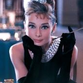 """Az egyértelmű nyertesünk Audrey Hepburn, aki 31 évesen játszotta a 16 éves Holly Golightly-t az """"Álom luxuskivitelben"""" című 1961-ben bemutatott filmben."""