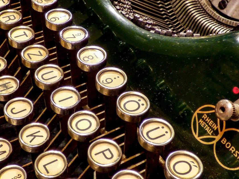 typewriter-1836993_1920