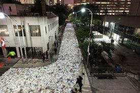 book-installation-literature-vs-traffic-luzinterruptus-toronto-2