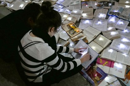book-installation-literature-vs-traffic-luzinterruptus-toronto-20