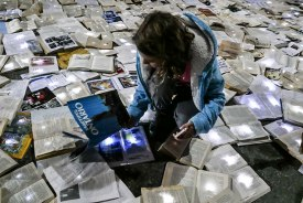 book-installation-literature-vs-traffic-luzinterruptus-toronto-25